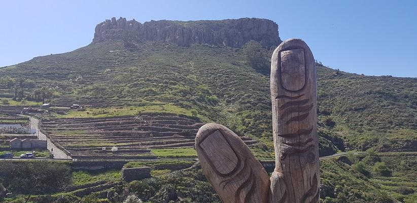 Wandeling op Canarisch Eiland La Gomera van Nationaal Park Garajonay naar Chipude bij tafelberg