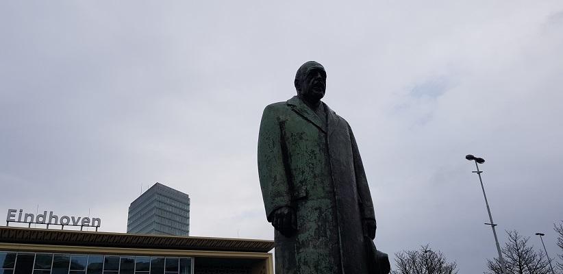 Wandelen over Rielsepad van Eindhoven naar Geldrop bij beeld van Anton Philips