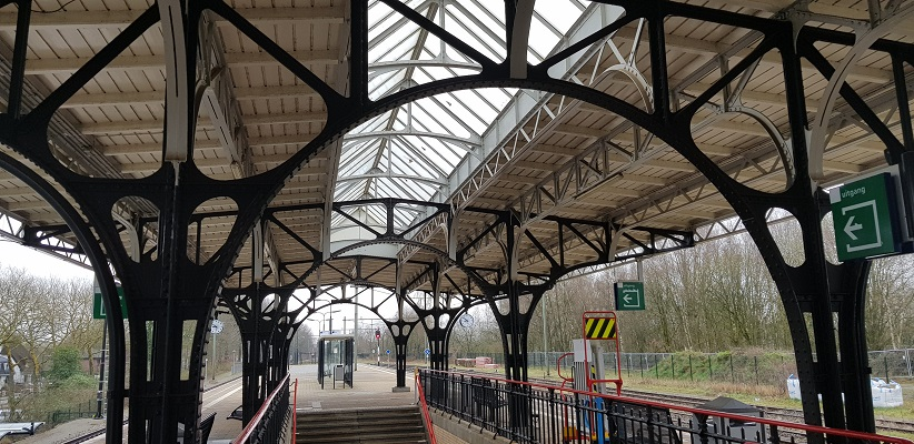 Wandelen over Rielsepad van Eindhoven naar Geldrop bij station Geldrop