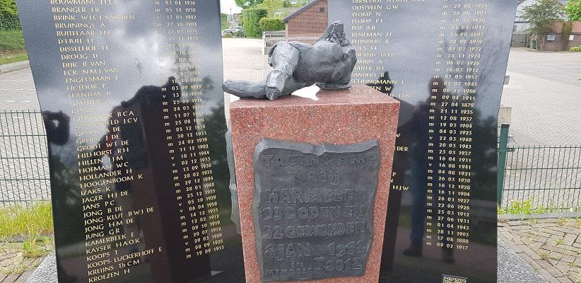 Wandelen van Harmelen naar Woerden over het Romeinse Limespad bij monument voor treinramp