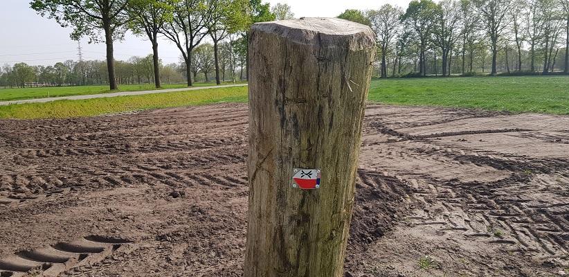 Wandelen langs het Westerborkpad bij markering