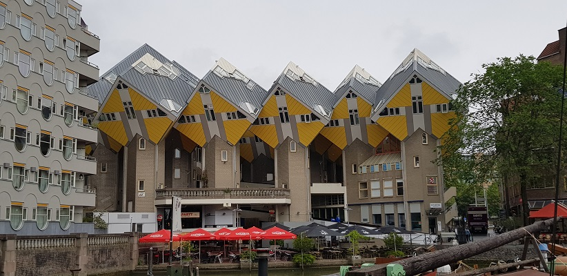 NS-wandeling Rotterdam Maasstad bij paalwoningen
