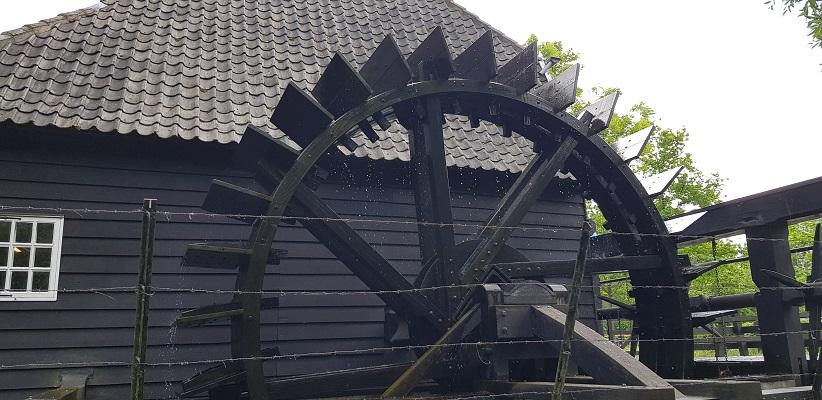 Wandeling van Gegarandeerd Onregelmatig over het Parkstadpad van Wandelen buiten de binnenstad van EIndhoven bij de Genneper watermolen