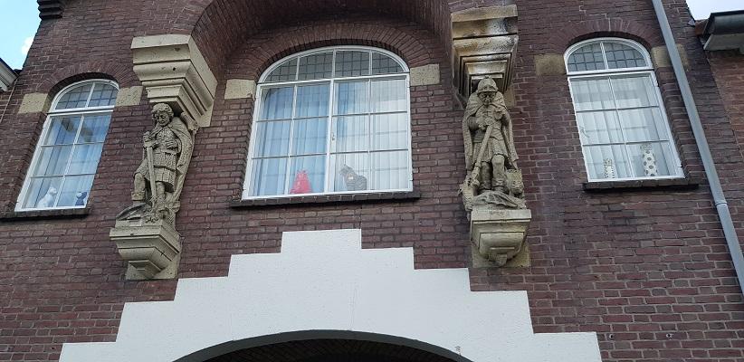 Wandeling van Gegarandeerd Onregelmatig over het Parkstadpad van Wandelen buiten de binnenstad van EIndhoven bij het kerkhof in Stratum