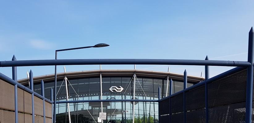 Wandelen buiten de binnenstad van Eindhoven over het Batapad bij station Best