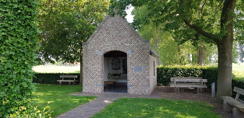 Ik maakte een wandeling, een trage tocht door het Dommdal bij Liempde bij wegkapelletje