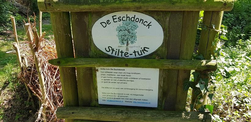 Ik maakte een wandeling, een trage tocht door het Dommdal bij Liempde bij stiltetuin de Eschdonk