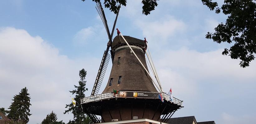 Wandeling buiten de binnenstad van Nijmegen van Gegarandeerd Onregelmatig over het Goffertpad bij de Sint Annamolen