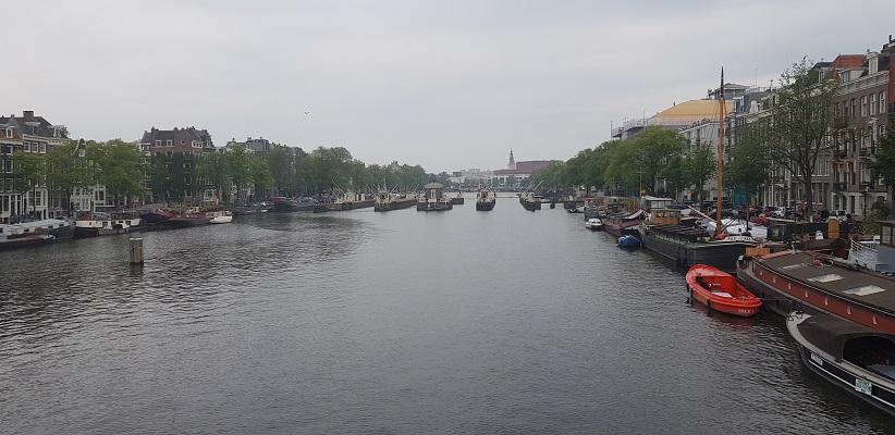 Wandelen buiten de binnenstad van Amsterdam van Gegarandeerd Onregelmatig bij de Amstel