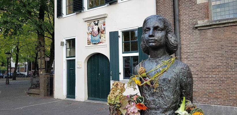 Wandeling door historisch Utrecht van de gids Utrecht acht keer bij anders van gegarandeerd onregelmatig bij de Romaanse Kerk