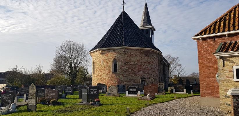 Wandeling over het Elfstedenpad van Witmarsum naar Allingawier bij de kerk in Exmorra