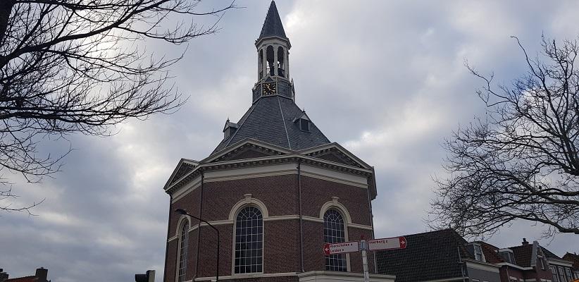 Wandeling over het Romeinse Limespad van Leiden naar Voorburg bij de Gereformeerde Kerk in Leidschendam