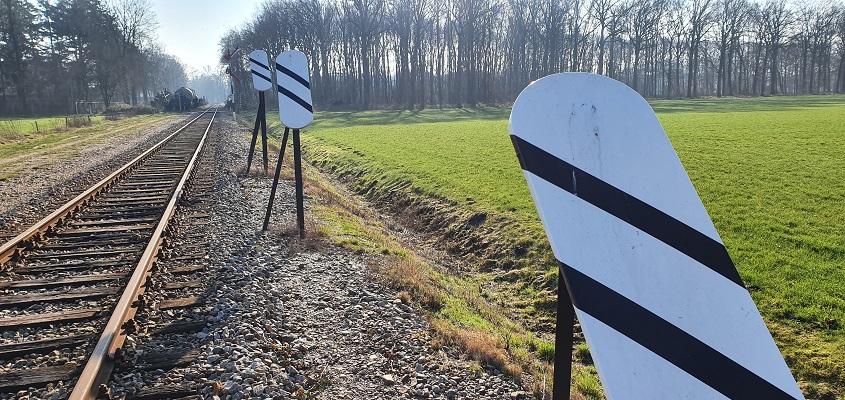 Wandeling over Trage Tocht Loenen langs spoorlijn Dieren-Amersfoort