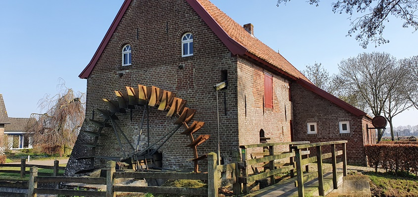 Wandeling Graancirkel in Oploo bij de watermolen
