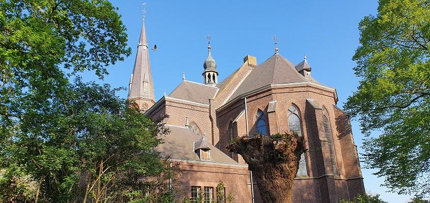 Wandeling over het Broeksteenpad bij de kerk in Rijkevoort