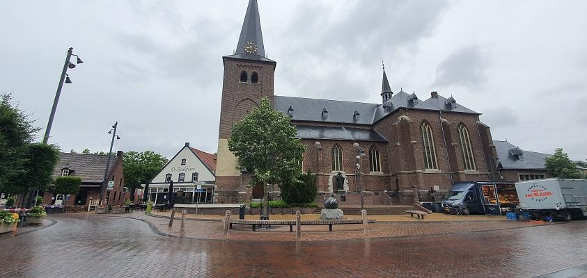 Wandeling over Trage Tocht Leudal bij de kerk van Roggel