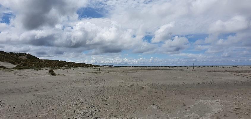 Wandeling op Terschelling van Midsland aan Zee naar West op het Noordzeestrandv