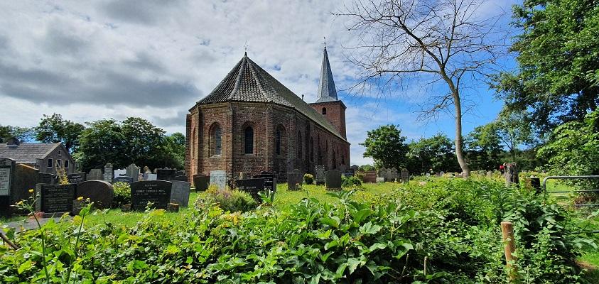 Wandeling op Terschelling van West naar Hoorn bij de kerk in Hoorn