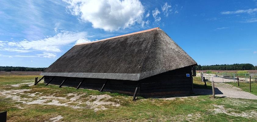 Wandeling over het Roots Natuurpad van Tongeren naar Heerde bij de schaapskooi Renderklippen