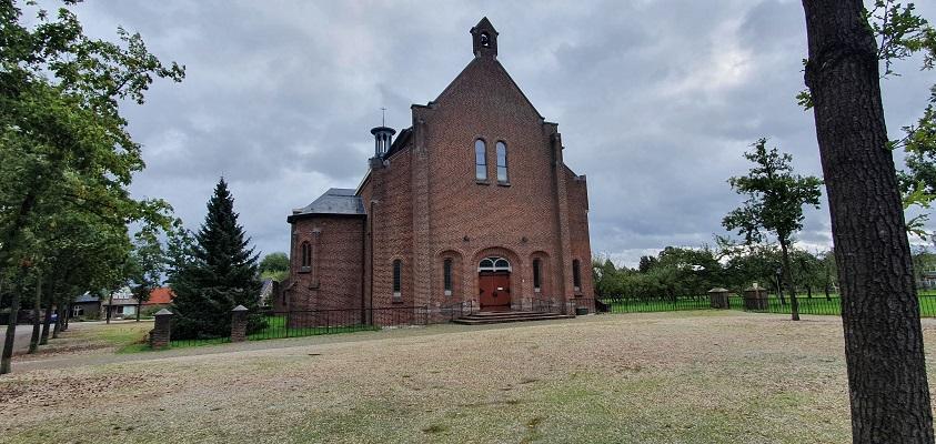 Wandeling over Klompenpad Ambts- en Rijkspad in Winssen bij de Kerk