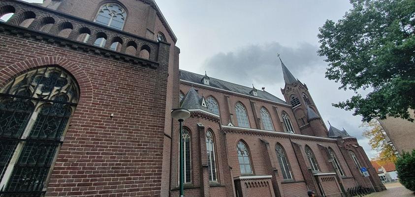 Wandeling over Ommetje Sint-Oedenrode bij de kerk
