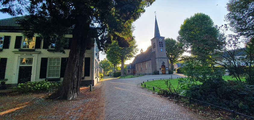 Wandeling over Trage Tocht Hemmen bij kerkje Hemmen