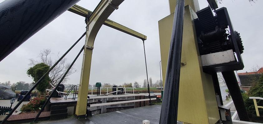 Wandeling over Westfriese Omringdijk van Ursem naar Alkmaar bij de sluis in Rustenburg