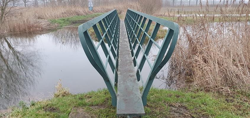 Wandeling over Trage Tocht Diessen in het Diessen's Broek bij brug over de Reusel