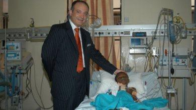 Photo of Αυξέντιος Καλαγκός: Ο καρδιοχειρουργός που έχει σώσει αφιλοκερδώς χιλιάδες παιδιά