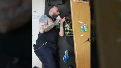 Photo of Κουρέας έπεσε στο πάτωμα για να κουρέψει παιδί με αυτισμό (Vid)