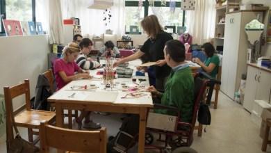 Photo of Εργαστήριο «Μαργαρίτα»: Εκεί που τα άτομα με νοητική στέρηση εκπαιδεύονται να παίρνουν τη ζωή τους στα χέρια τους [video]