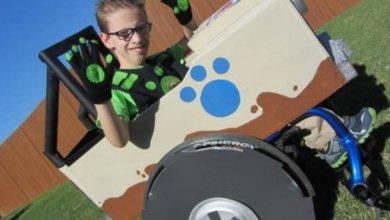 Photo of Μαμά, φτιάχνει ειδικά κοστούμια για το παιδί της με αναπηρία