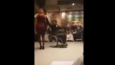 Photo of Συγκινητικό! Το υπέροχο video όπου άνδρας σε αναπηρικό αμαξίδιο χορεύει σούστα!