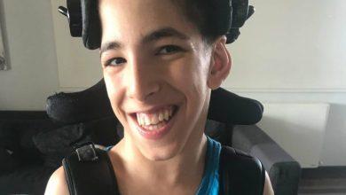 Photo of Μαθητής με εγκεφαλική παράλυση, αριστεύει μέσα σε ένα σύστημα που του κλείνει την πόρτα….