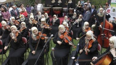 Photo of Η πρώτη ορχήστρα τυφλών γυναικών στον κόσμο παίζει μουσική στο σκοτάδι κι όλα γίνονται φως