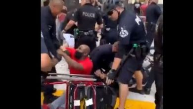 Photo of Αστυνομική κτηνωδία στο Λος Άντζελες: Πέταξαν Αφροαμερικανό από αναπηρικό αμαξίδιο, του το έσπασαν και τον χτύπησαν