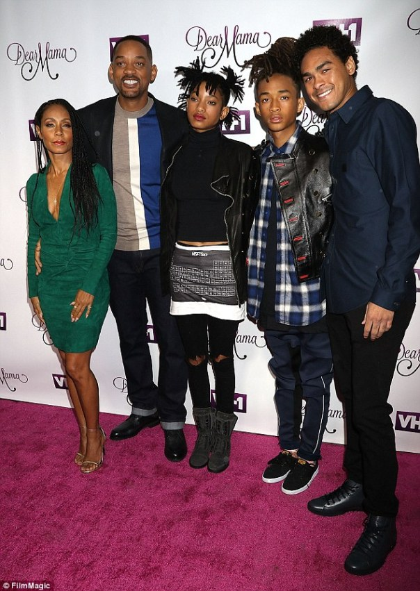 38a7957300000578-0-happy_family_jada_her_husband_will_smith_15_year_old_daughter_wi-a-42_1474853943283
