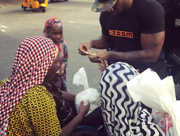 Peter Okoye Hits The Streets With Surprise Package For The Needy (5)