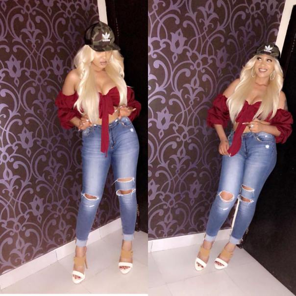 Rosy Meurer Slays Ripped Jeans (2)