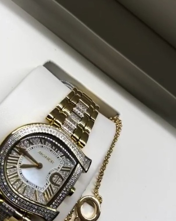 Princess Shyngle Diamond Wristwatches Given To Her By Her Man (3)