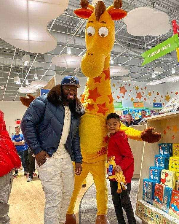 50 Cent Rents Toys 'R' Us For Son Sire (2)