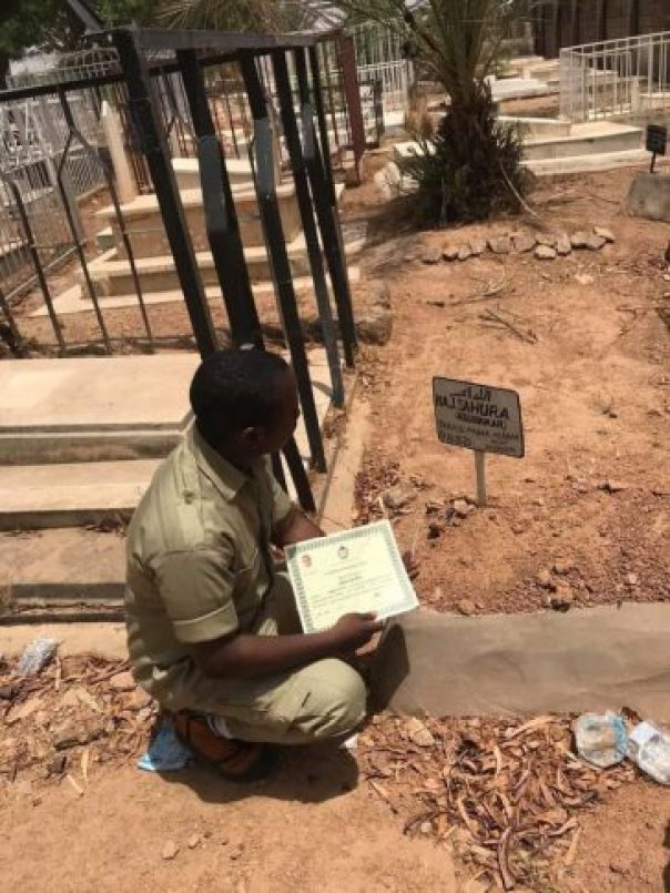 Nigerian Man Presents His NYSC Certificate To Late Mum At Grave (2)