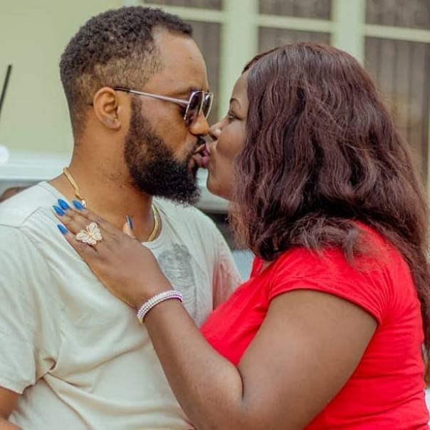Damola Olatunji Kisses Wife Bukola (2)