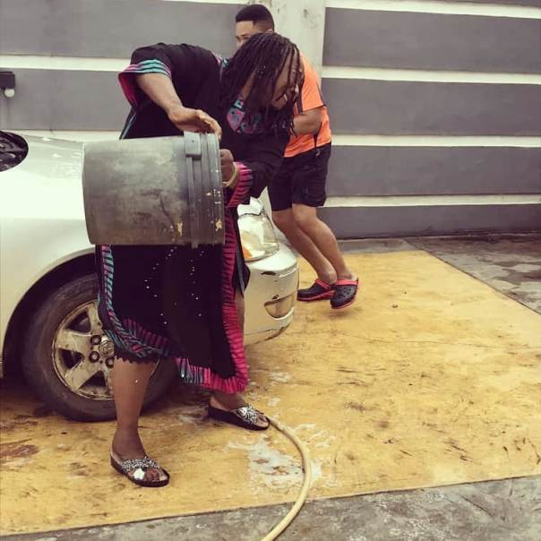 Patience Ozokwo Pours Water Mike Godson House Husband (2) Amebo Book