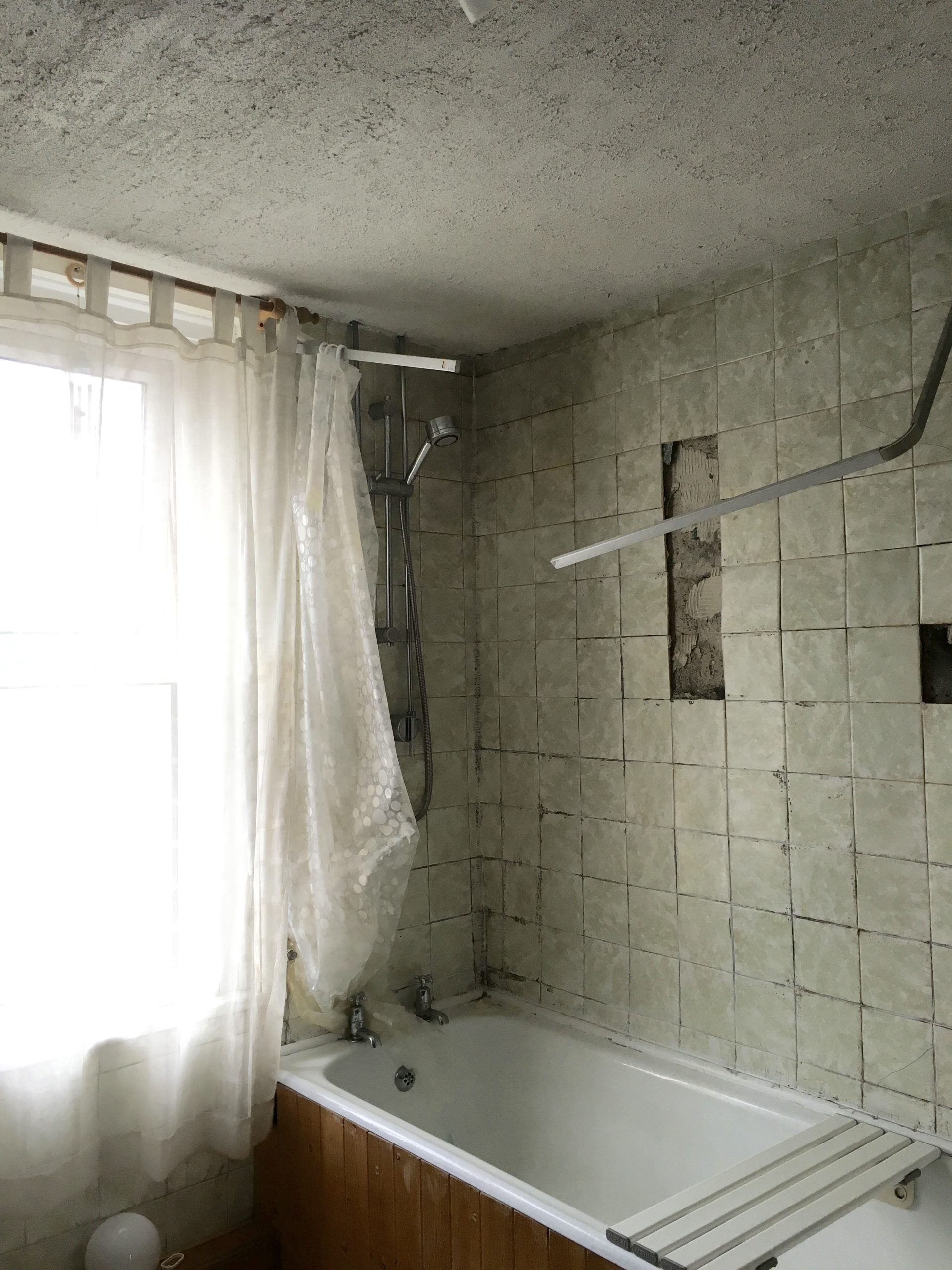 Budget bathroom - before image