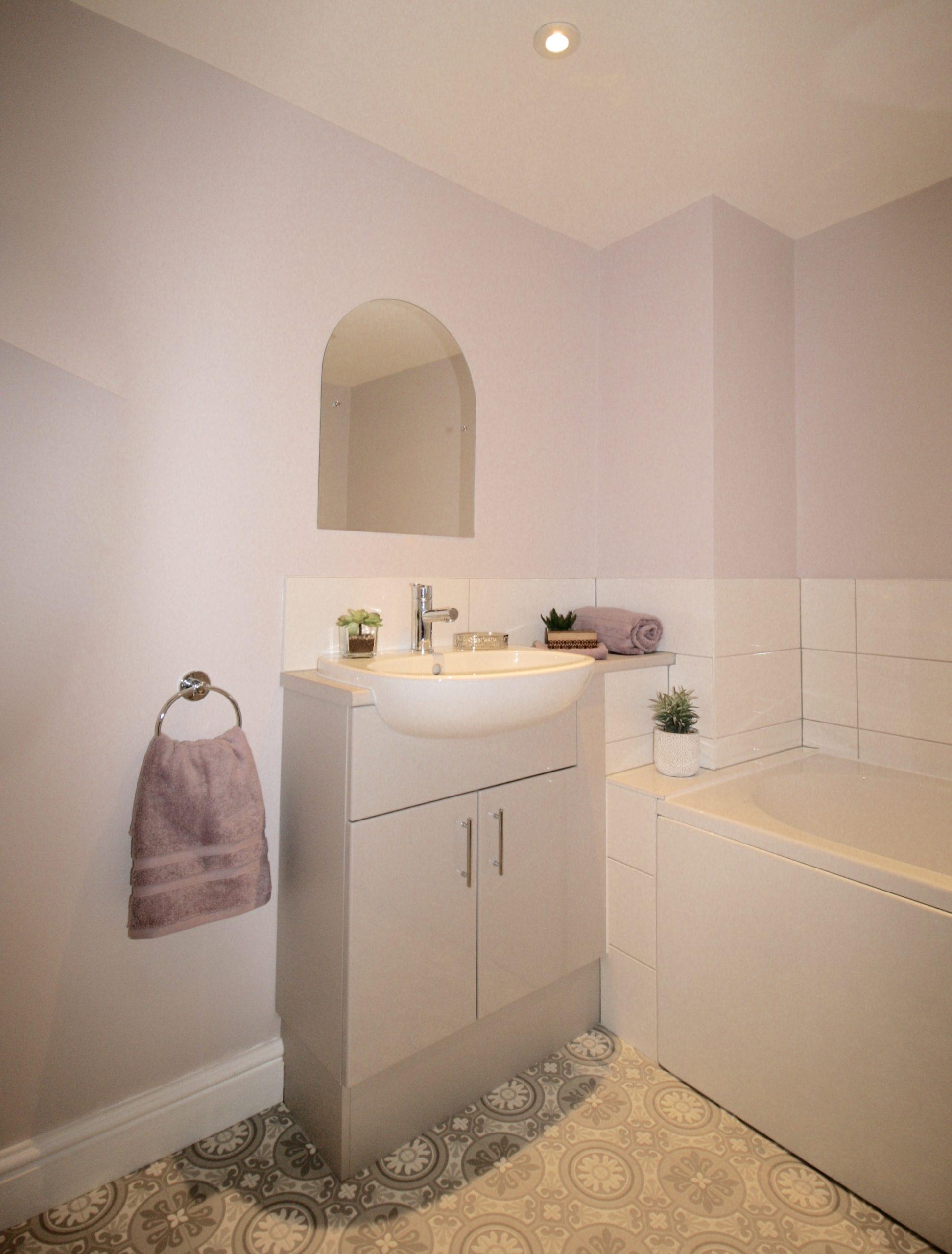 Dream bathroom - cashmere vanity unit in compact bathroom