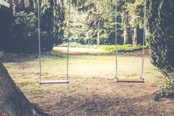 balancoire-portique-bois-metal
