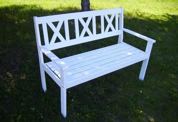 banc de jardin en bois blanc
