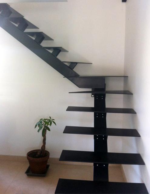 escalier trop raide escalier en bois et metal avec plateforme emission n main courante. Black Bedroom Furniture Sets. Home Design Ideas