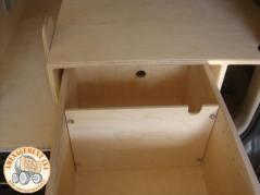 intérieur du tiroir cuisinette avec cloisonnement amovible.